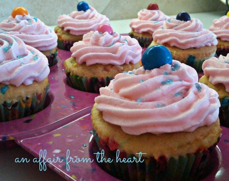 Bubblicious Bubblegum Cupcakes with Bubblegum Buttercream Frosting