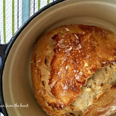 {No Knead} Crusty Dutch Oven Bread