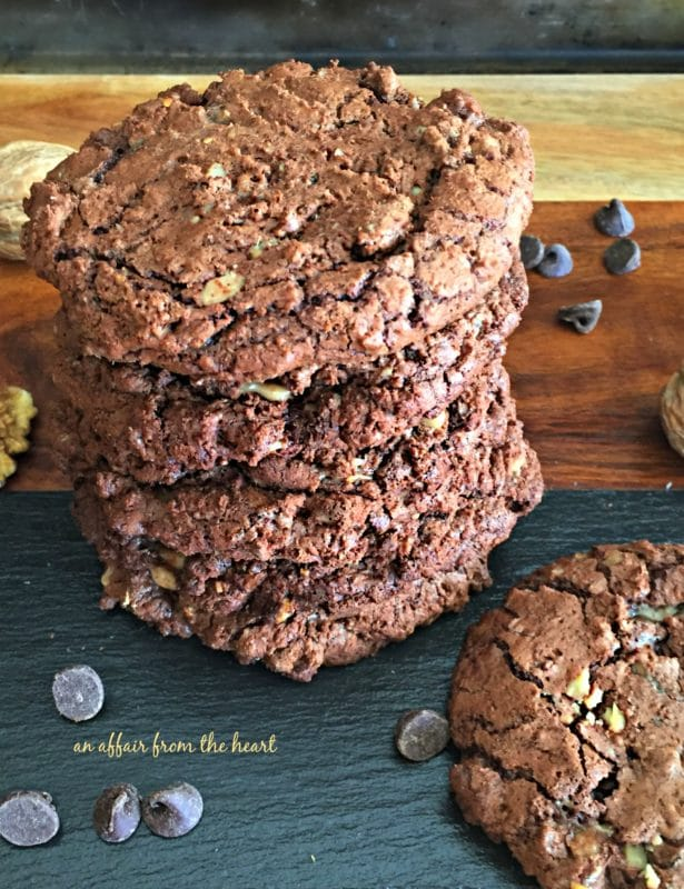giant-chocolate-toffee-cookies