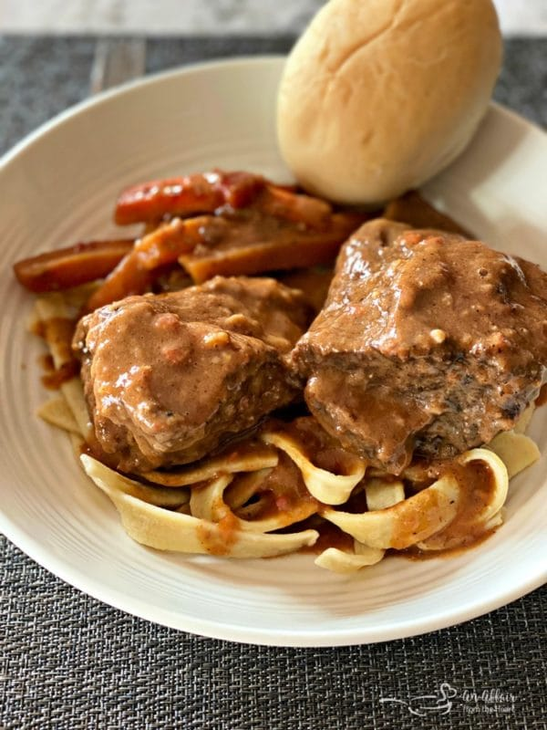Braised Beef Short Ribs with Red Eye Gravy with roll