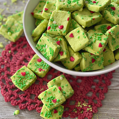 Grinch Shortbread Bites